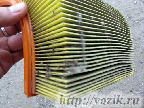 Замена фильтрующего элемента воздушного фильтра Шевроле Нива (Chevrolet Niva) своими руками